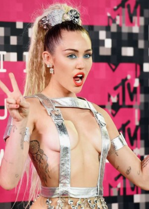 Miley Cyrus: 2015 MTV Video Music Awards in Los Angeles [adds]-03